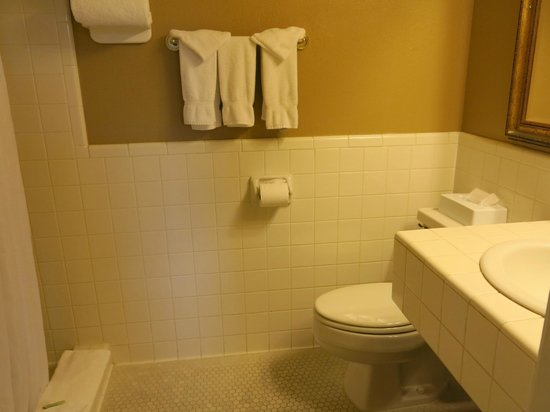 Hassayampa Inn: Nice clean bathroom