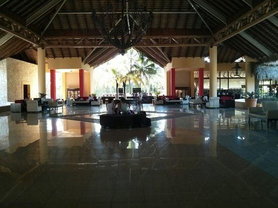 Caribe Club Princess Beach Resort & Spa : Lobby main bar