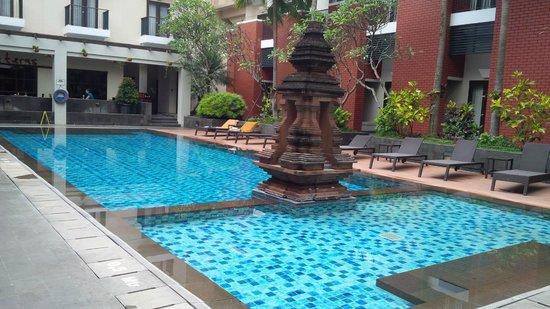 Hotel Santika Premiere Malang: Swimming pool