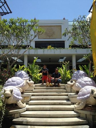 Grand Inna Kuta: Hotel Entrance