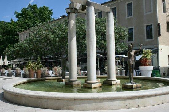 Le Danieli : La terrasse vue depuis la place d'Assas