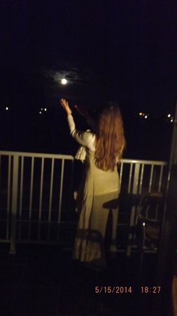 Quest Frankston: Capturing the Full Moon from the balcony