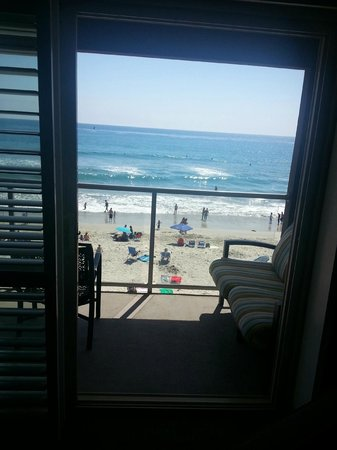 Beach Terrace Inn : Memorial Day - Not bad for crowds! Still feeling privacy from room despite people being on beach