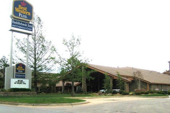 Best Western Plus Saddleback Inn & Conference Center : View from the road
