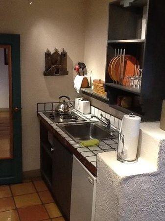 Las Palomas Inn Santa Fe : Kitchen first room