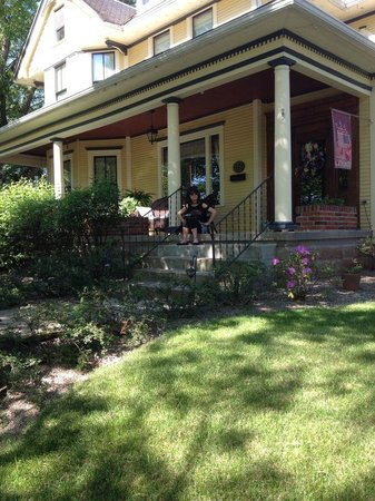 The Harkins House Inn Bed & Breakfast: Lovely Front Porch ~
