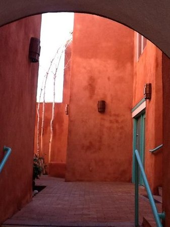 Las Palomas Inn Santa Fe: Outside our room