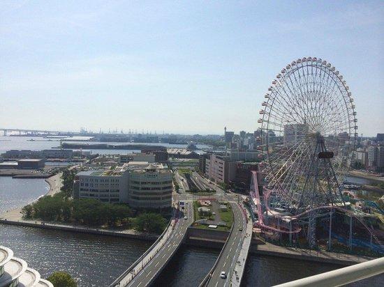 The Yokohama Bay Hotel Tokyu: はじから2番目の部屋からのながめです。