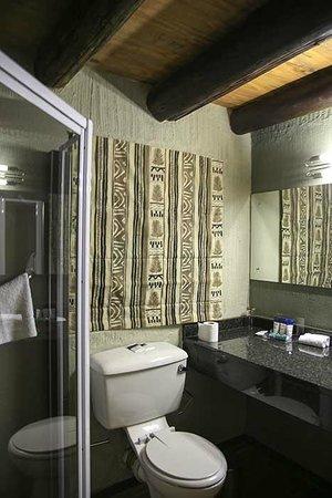 Protea Hotel by Marriott Kruger Gate: Chalet bathroom