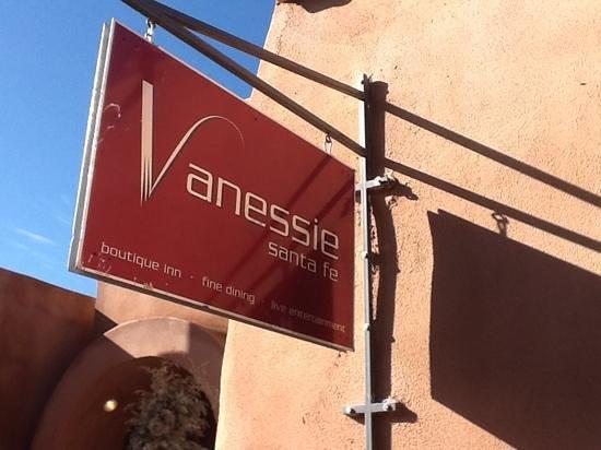Las Palomas Inn Santa Fe : Excellent restaurant across the street