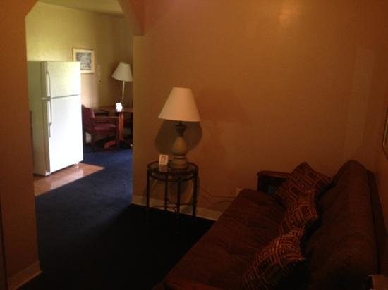 Home Place Inn: Rm#121 Entry to Double Queen with Kitchenette, new granite bathroom sink and stone tile floor.