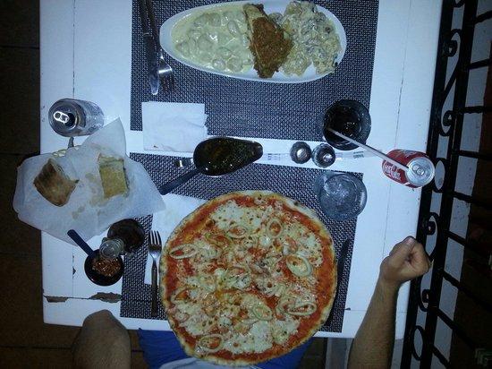 La Famiglia: Pizza frutti di mare en pasta 3 schiaffoni