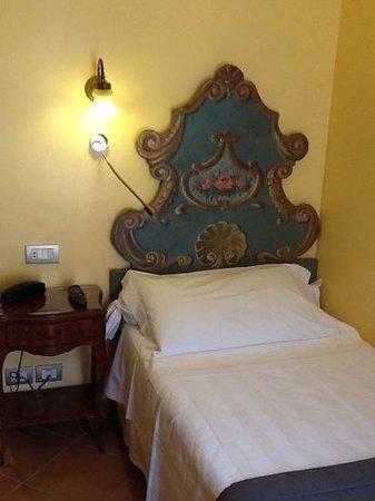 Hotel Mozart: Habitación individual, muy cómoda.