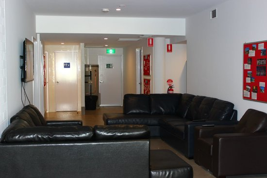 City Perth Backpackers Hostel: Lounge Room