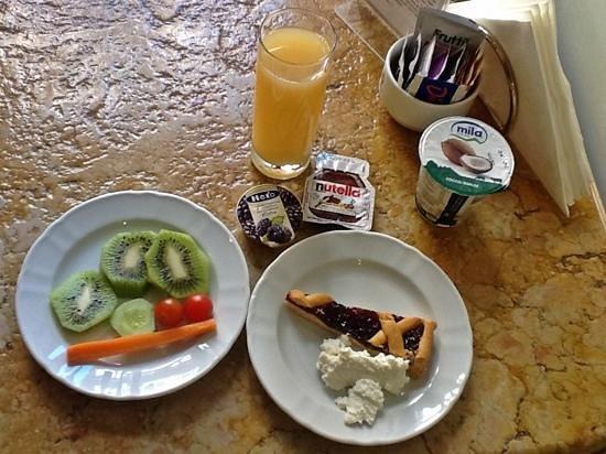 Hotel Mozart: Rico Desayuno.