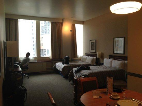 Le Square Phillips Hotel & Suites: Quarto muito amplo e confortável