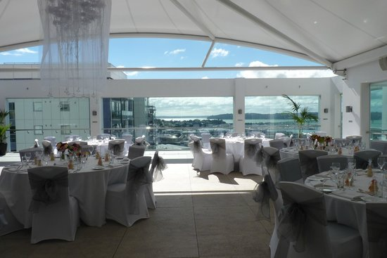 Rydges Auckland: Roof top Terrace for our 20th Wedding Anniversary