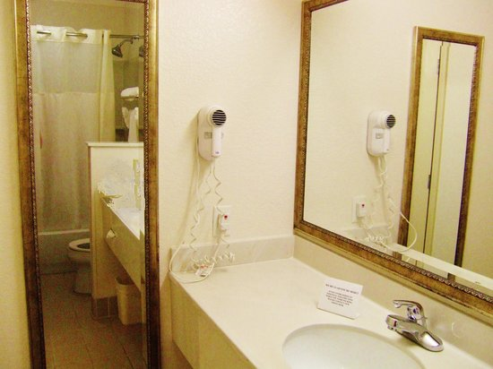 Quality Inn & Suites Biltmore East: long countertop and mirrors in bath