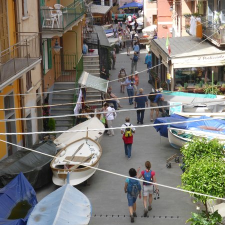 Shore Excursions in Italy : 4th village right at the sea/ this is a restaurant above