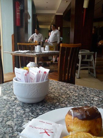 Xperience St. George Homestay: Resteraunt .. this cake was sumink we discoverd the Last Day! 2 Die 4.xxxxx