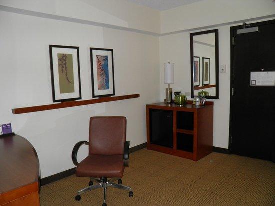 Hyatt Place Raleigh West: Desk