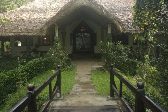 Shalimar Spice Garden - An Amritara Private Hideaway: The reception from the bridge