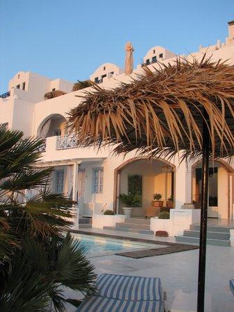 Andromeda Villas: Área comum do hotel.