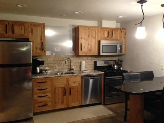 Wall Street Suites: Kitchen-fully stocked