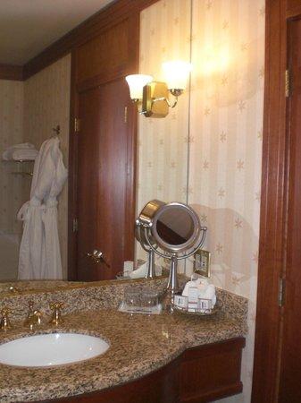 Napa River Inn at the Historic Napa Mill: Bathroom