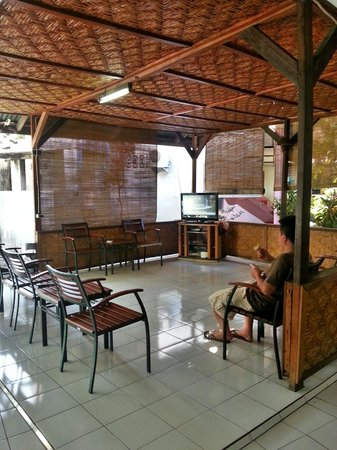 Hotel Ikhlas: Living Room