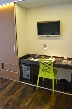 i31 Hotel: Desk area