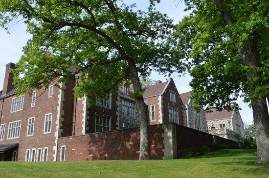 Facade of the Salisbury House