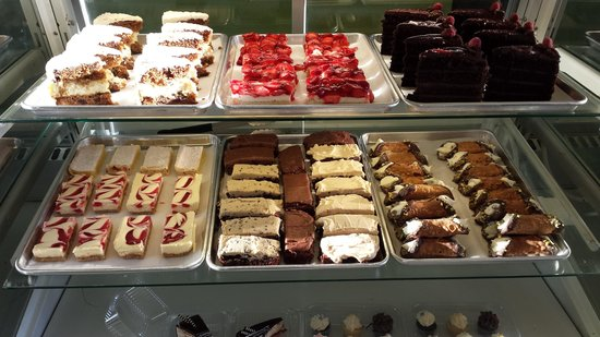 Mountain View Cafe & Bakery: Case changes everyday!