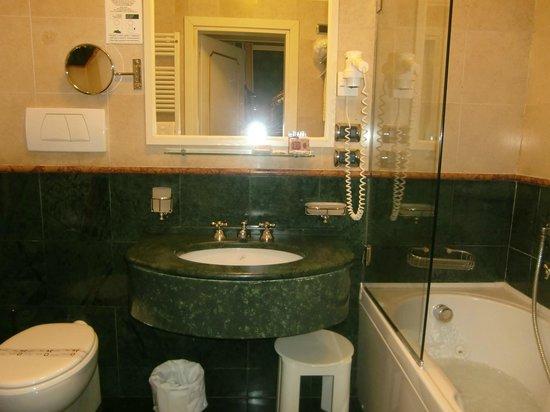 Hotel Ca' dei Conti: バスルーム