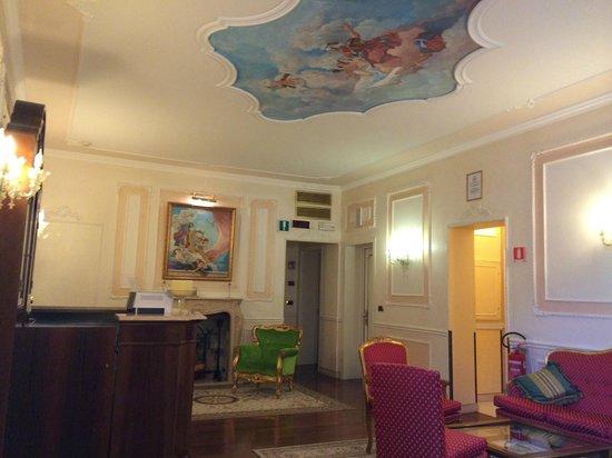 Hotel Ca' dei Conti: 部屋を出たスペースホール