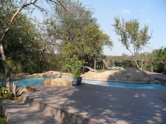 Greenfire Game Lodge: The pool and decking