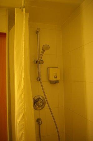 Ibis London Earls Court: Shower