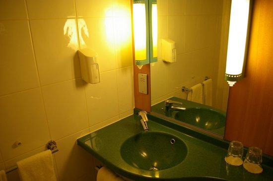 Ibis London Earls Court: Bathroom 2