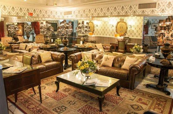 Hotel Cristal Palace: Sala de estar...seria melhor se tivesse menos moveis