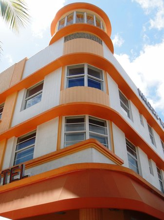 Art Deco Walking Tour: Waldorf Hotel South Beach