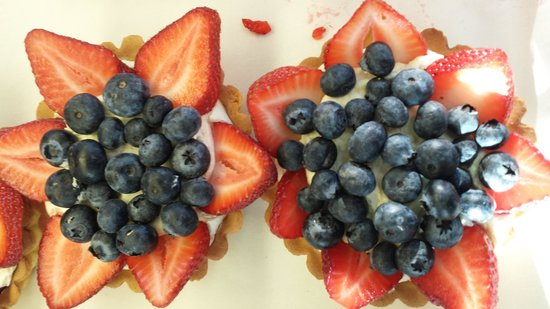 Mountain View Cafe & Bakery: Some of Nancy's Tarts