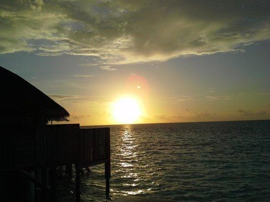 Constance Halaveli: sunset from villa 86
