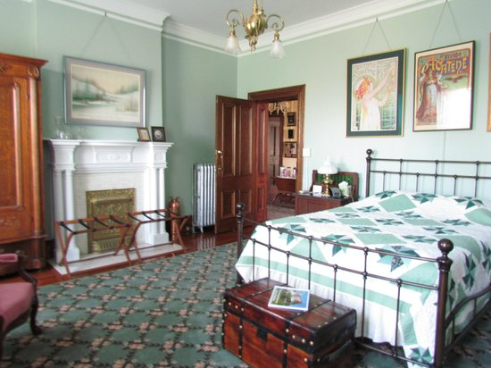 The Carriage House Inn Bed and Breakfast : A lovely room