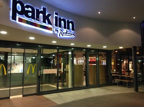 Park Inn by Radisson Zurich Airport: entrada