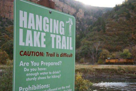 Hanging Lake Trail : Trail sign