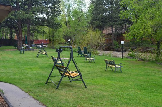 Deer Crest Resort : A pleasant place to relax by the river