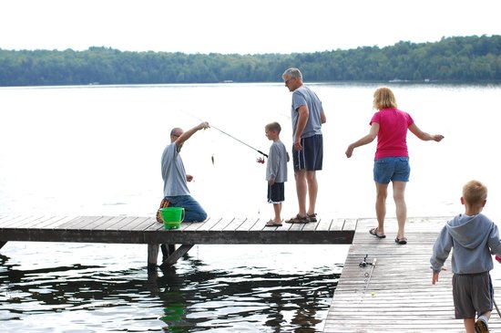 Hazen Inn: Fishing off the dock