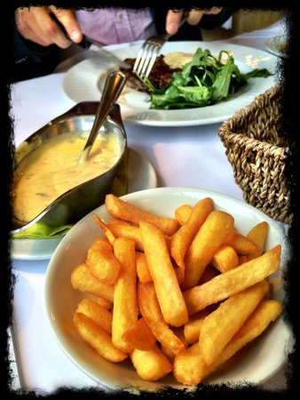 Les Petits Oignons : Beefsteak mit Estragonbernaise