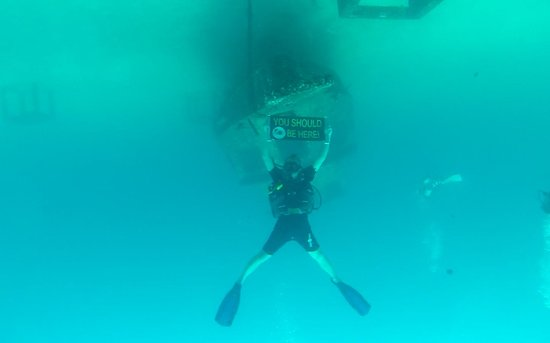 Heart & Soul Divers : Lifting the boat wreck
