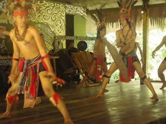 Horizon Hotel: Tribal dance